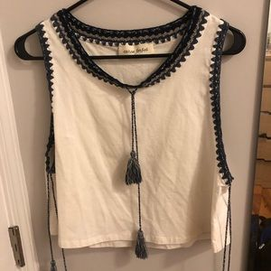 Tops - White embroidered cropped tank